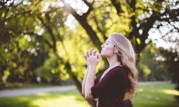 Meditation für Frauen: Warum & wie 'feminin meditieren' funktioniert + praktische Übung