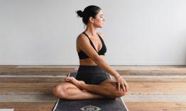 Schluss mit Verspannungen: 3 einfache, effektive Yoga-Übungen fürs Büro