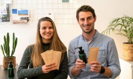 Körperpflegeprodukte in Pulverform – Mit dem Less Waste Club wollen die Gründer*Innen Rosalie und Max das Plastikproblem angehen